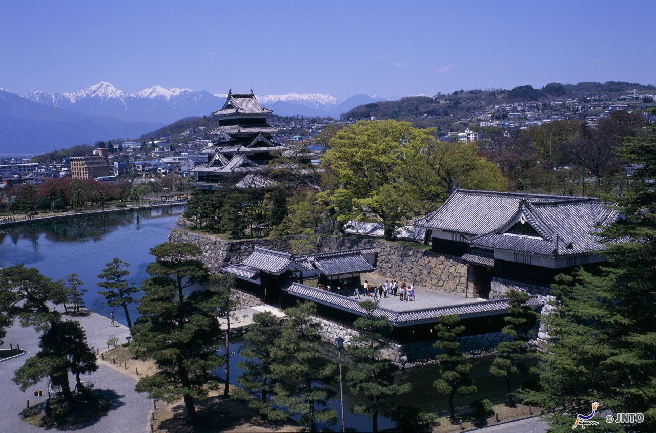 [By Bus Tour]4D3N. Budget Class. Mt. Fuji 5th Station, Fuji-Q Highland, Hida Takayama, Shirakawago, Lake Kawaguchiko, Kanazawa(From Osaka back to Tokyo) **Wai Wai Real Japan