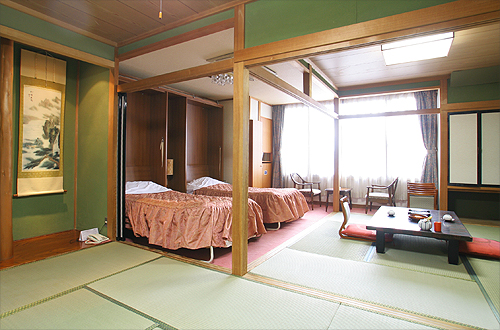 [By Highway Bus] 2D1N. From Tokyo. Lake Kawaguchiko. Hotel Koryu*ALInoBABY